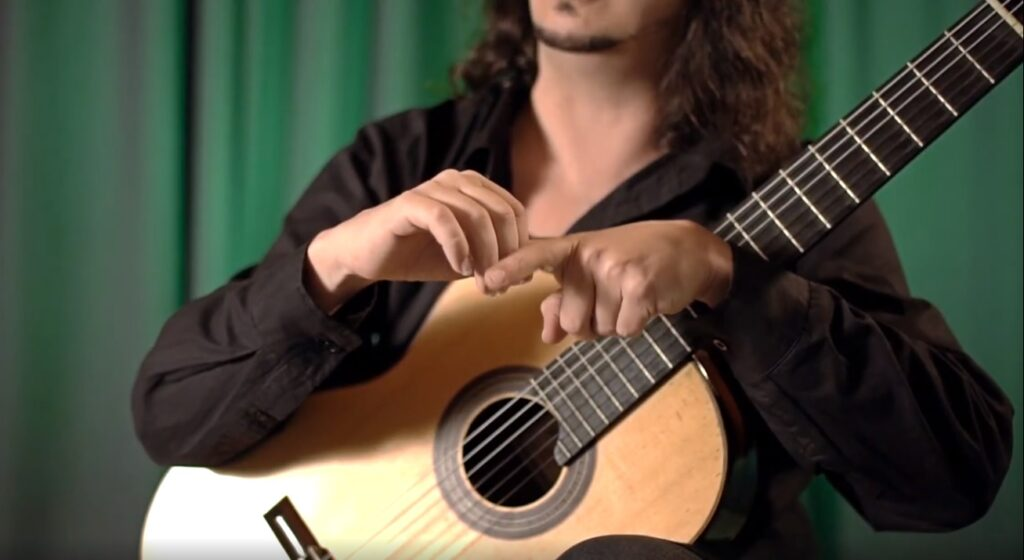 qual a posição da mão direita no violão e como posicionar corretamente - planeta música